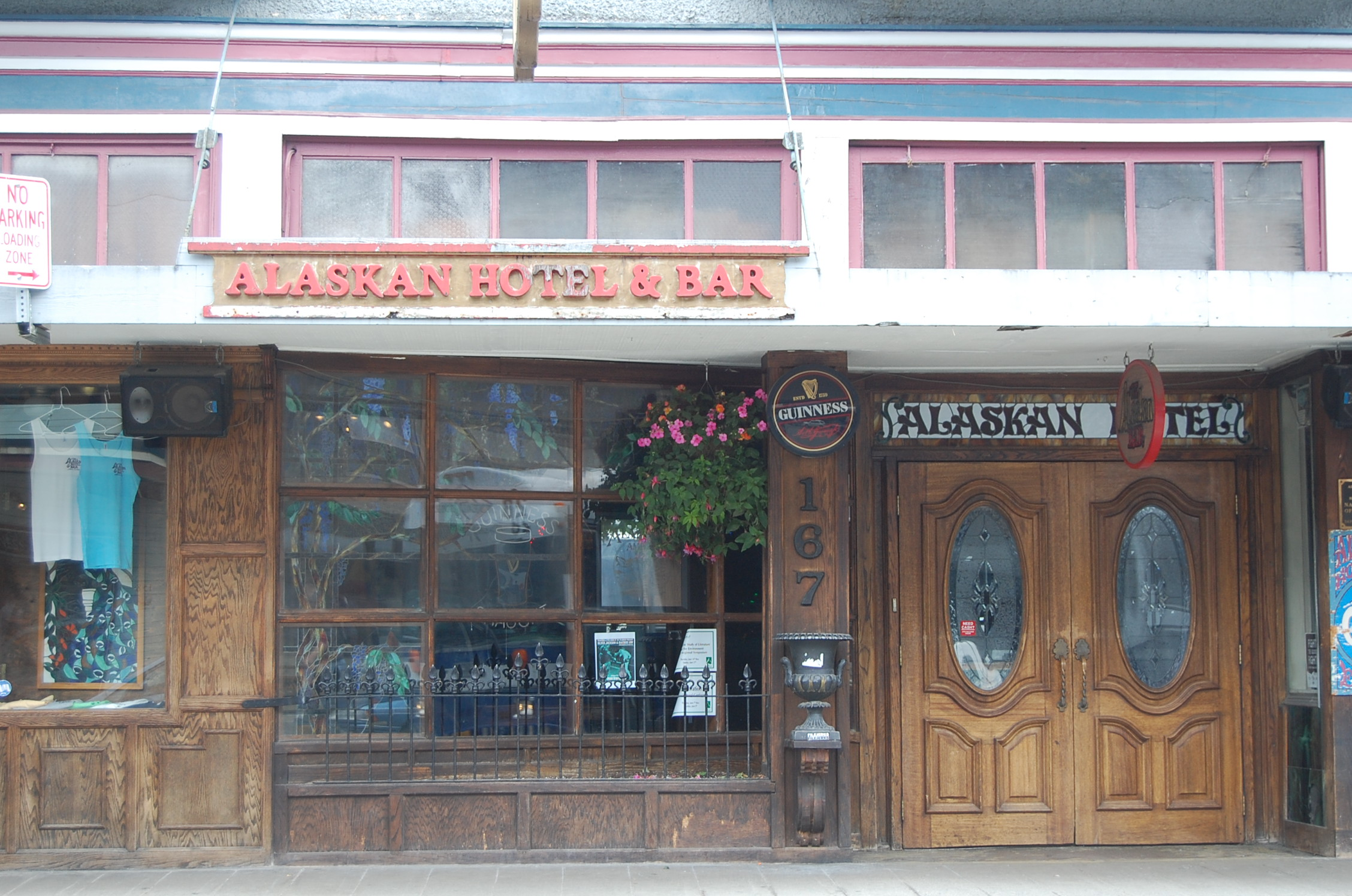 The Best Dive Bar In Alaska... The Alaskan