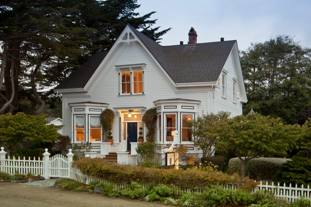 Blue-Door-Groups-Inns-of-Mendocino